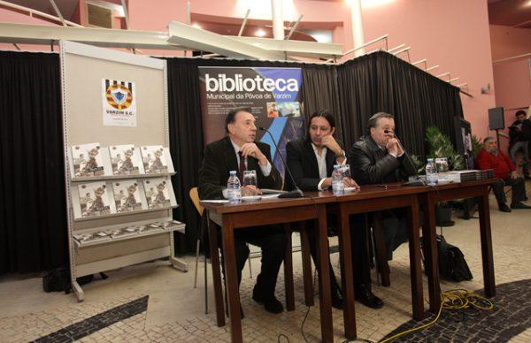 Alexandre Vila Cova presenteia Varzim SC com livro