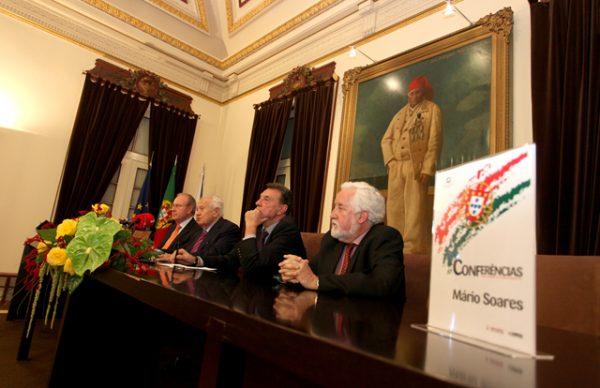 """""""Temos de estar orgulhosos da nossa República"""" – Mário Soares abriu Ciclo de Conferências"""