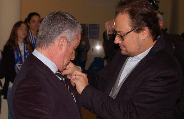 Aires Pereira recebe emblema de ouro, no 69º aniversário do CDP