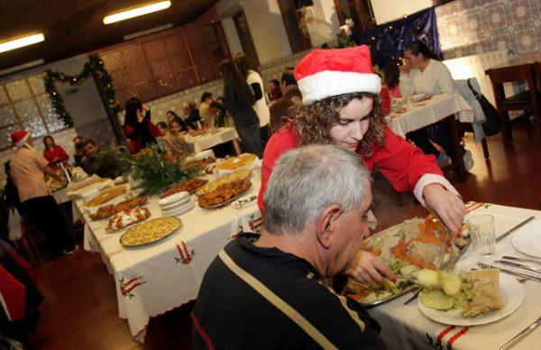 Ceia de Natal juntou meia centena n'A Beneficente