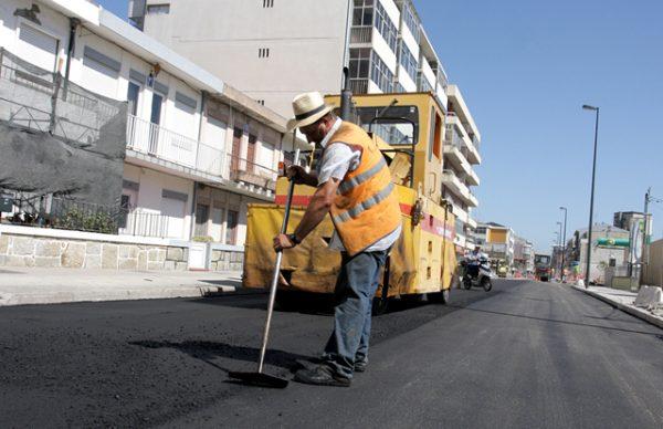 Pavimentação da Rua Gomes de Amorim concluída