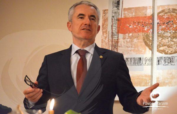 Rancho Poveiro presenteia Presidente da Câmara com Emblema de Ouro