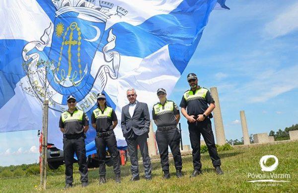 Bandeira da Póvoa de Varzim hasteada no Parque da Cidade
