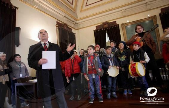 Colónias cantam as Boas Festas nos Paços do Concelho