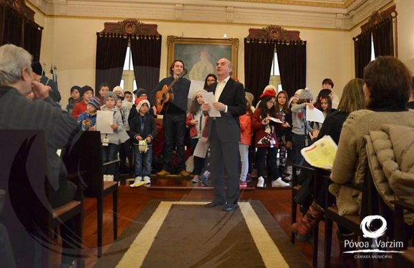 Colónias cantaram Boas Festas na Câmara