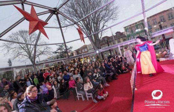 Convidados encantados continuam a encher o Palácio do Pai Natal