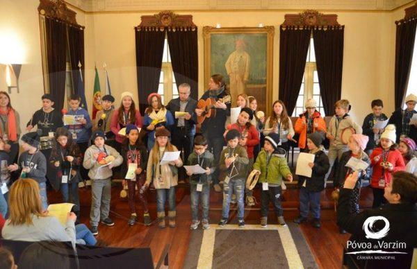 Crianças das Colónias de Férias cantaram as Boas Festas na Câmara
