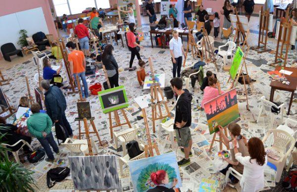 Jovens na Praça dos Pintores interpretam a cidadania