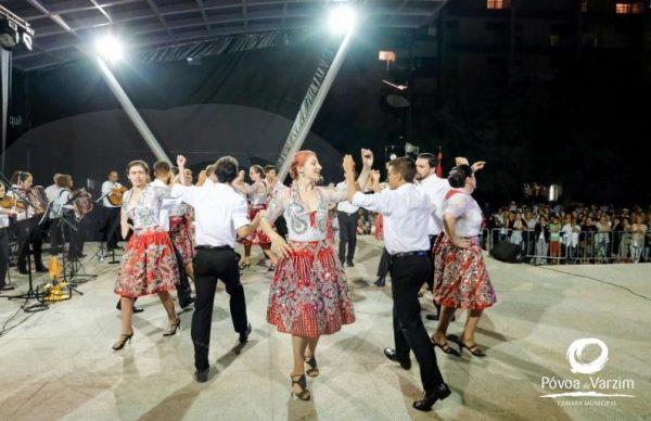 Folclore animou noite de Verão no Passeio Alegre