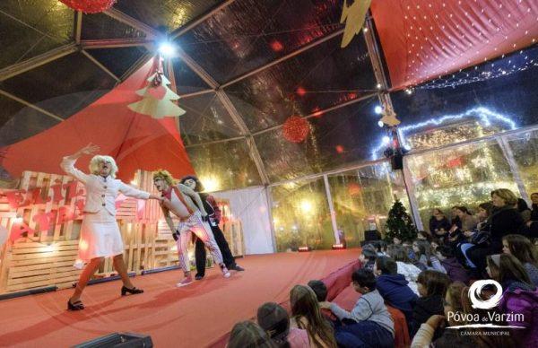 Palácio do Pai Natal lotado para espetáculos infantis