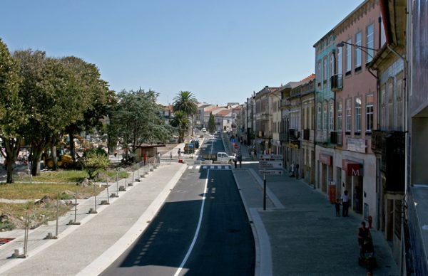 Praça do Almada abre ao trânsito no lado sul