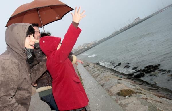 Emoção e Solidariedade no lançamento de flores ao mar