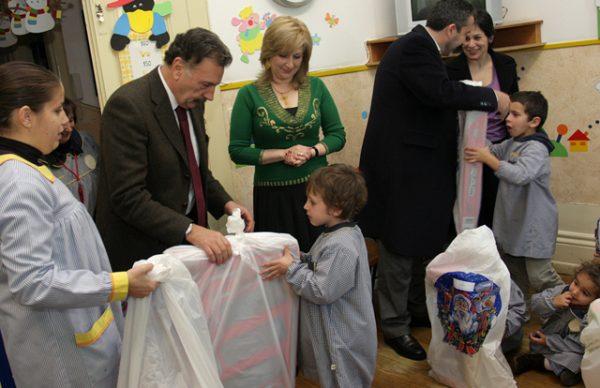 """""""Um Gesto de Natal"""" levou carinho a crianças e jovens"""