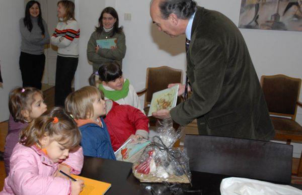 Casa do Regaço veio desejar Feliz Natal à Câmara Municipal