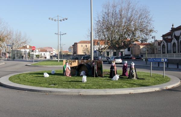Eco-Rotundas de Natal decoram a cidade