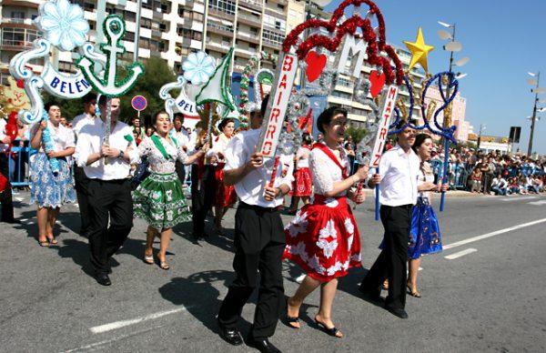 Usos e Costumes desfilaram na Avenida dos Banhos