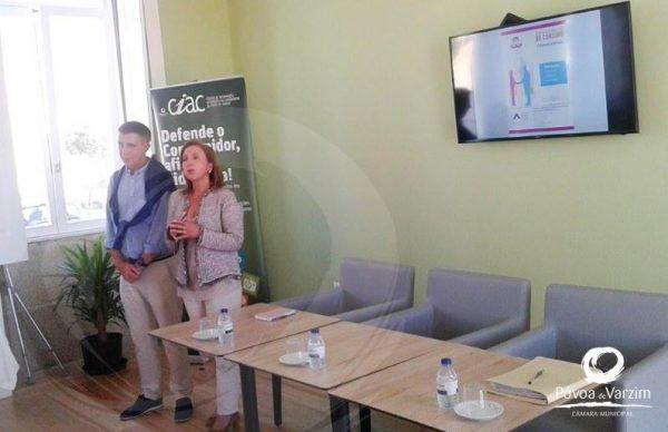 Sessão de proximidade esclarece utentes do Centro Ocupacional da Lapa sobre serviços públicos essenciais