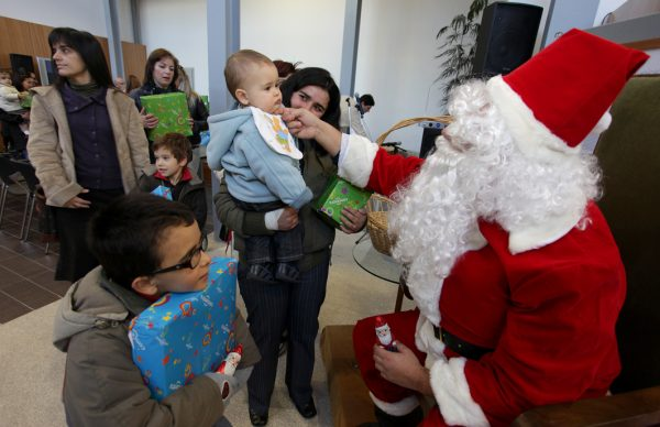 Distribuição de prendas antecede Natal para 425 crianças
