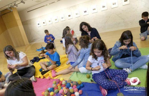 Oficina de croché para escolas com Lara Mafalda