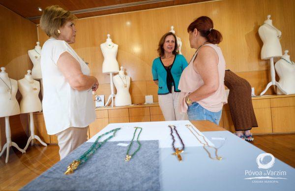 Joalharia em exposição no Posto de Turismo