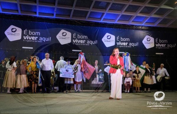 Encontro de Danças e Cantares Costa Verde promoveu tradições à beira-mar