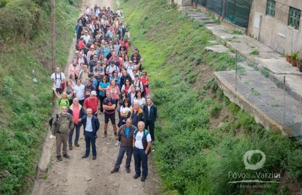 Caminho de ferro juntou uma centena de caminhantes