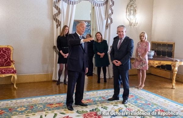 Município ofereceu Tapete de Beiriz ao Presidente da República