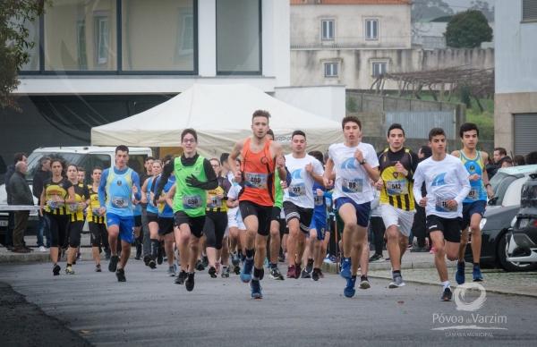 402 atletas coloriram manhã chuvosa na Estela