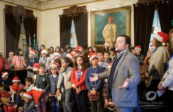 Dá-te Férias: crianças cantaram Boas Festas no Salão Nobre