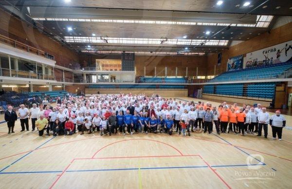 Centenas de idosos celebram Natal a praticar desporto