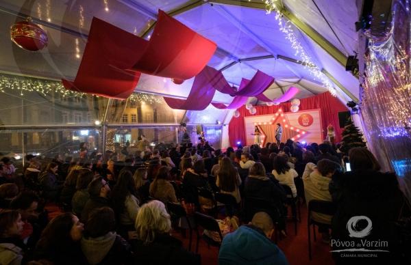 Espetáculos musicais iluminam Palácio do Pai Natal