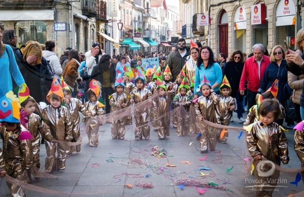 Desfile de Carnaval Infantil anima artérias da cidade