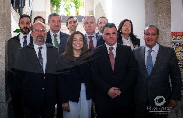 Assinado protocolo para estudos de alargamento da rede de metro do Porto
