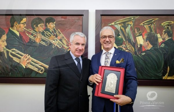 """""""Tons de Sons"""": exposição de pintura de Afonso Pinhão Ferreira"""