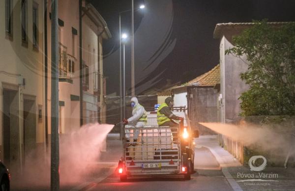 Município promove desinfeção diária no concelho e alerta para cuidados a ter no tratamento do lixo doméstico