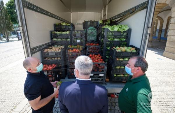 Receção de alimentos doados pela Horpozim