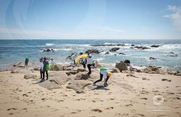 """""""Vamos limpar a nossa praia"""""""