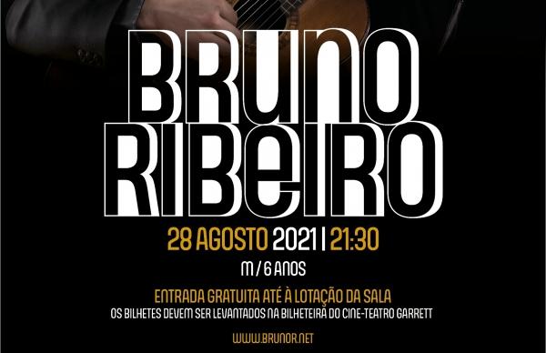 Músico Bruno Ribeiro atua no Garrett